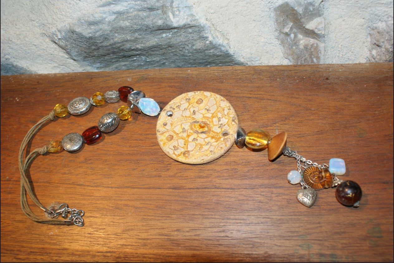 Collier perles et faience